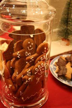 Gingerbread men in an apothecary jar for a Christmas dessert buffet.  Wonderful Life Farm