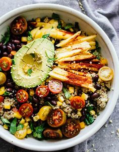 Chili Mango Zesty Quinoa Salad This summertime salad is perfect for eating by the pool or taking to work Refreshing gluten-free and vegan Vegetarian Salad Recipes, Salad Recipes For Dinner, Dinner Salads, Healthy Recipes, Vegan Vegetarian, Vegan Raw, Zesty Quinoa Salad, Quinoa Salat, Quinoa Chili