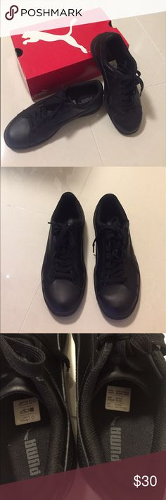 Puma sneakers 👟 Youth Puma sneaker 👟. Puma smash Black-Dark shadow leather classic lifestyle sneakers(356722 04).  With very good condition. Puma Shoes Sneakers