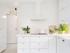 20 Beautiful White Homes To Draw Inspiration From! in Bathroom, Bedroom, Dining Room, Kitchen, Living Room - Home - Hand Luggage Only