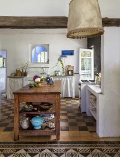 It was love at first sight when artist EvaClaessensand art dealer KrisGhesquièrecame upon a remote roadside ruin in Uruguay. But turning it into their dream home and workplace was a more extended affair
