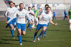 Piłkarze Stali Rzeszów rozgromili Podlasie Biała Podlaska 7-2 i awansowali na pozycję lidera 3 ligi lubelsko-podkarpackiej. Przynajmniej do jutra. Running, Sports, Racing, Keep Running, Sport, Track