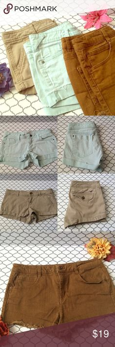 🎉SALE🎉Shorts bundle All size 9. Beige hollister shorts. Teal mudd shorts. And brown forever 21 premium denim shorts. No trades. No 🅿️🅿️. No Ⓜ️ercari. Ask me about bundles 💕 Price firm unless bundled 🎀 Hollister Shorts Jean Shorts
