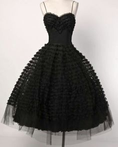 ~1950s gown~  I need to be dressed in something like this.