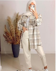 Modest Outfits Muslim, Modest Fashion Hijab, Modern Hijab Fashion, Street Hijab Fashion, Hijab Fashion Inspiration, Muslim Fashion, Modesty Fashion, Mode Ulzzang, Plaid Coat