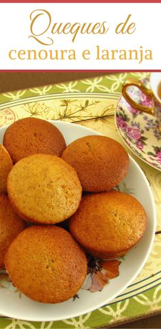 Fresh and fluffy, these carrot and orange muffins are great to serve with tea on a Summer afternoon. Baking Recipes, Cake Recipes, Dessert Recipes, Desserts, Candy Cakes, Cupcake Cakes, Orange Muffins, Vegan Kitchen, Healthy Cake