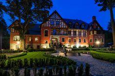 """Pałac """"Margot"""" w Karpaczu wzniesiony w XIX wieku Charlottę Hohenzollern, siostrę cesarza Wilhelma II z przeznaczeniem na ochronkę dla kobiet z małymi dziećmi. Obecnie mieści się tu SPA."""