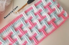 3 RENKLİ TIĞ İŞİ DESENİ BATTANİYE ÖRNEKLERİ YAPIMI | Nazarca.com Crochet Border Patterns, Crochet Designs, Crochet Video, Free Crochet, Crochet Kids Hats, Manta Crochet, Crochet Baby Booties, Learn To Crochet, Yarn Shop