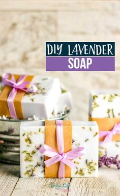 How to make lavender soap with shea butter so you know the exact ingredients that go into your soaps and they make wonderful gifts. Anyone would love getting these lavender shea butter soaps as a gift. Lavender Uses, Lavender Decor, Lavender Soap, Lavender Sachets, Beauty Tips Home Remedy, Glycerin Soap, Castile Soap, Shea Butter Soap, Creative Gift Wrapping