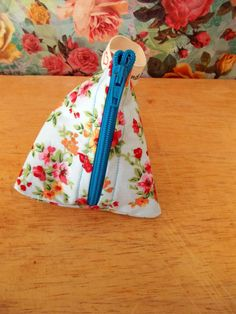 Check out this item in my Etsy shop https://www.etsy.com/uk/listing/269703495/floral-coin-purse-pyramid-coin-purse