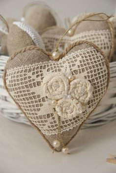 Carried Away Quilting: Jingle Birds patchwork pillow & giveaway with Stas. Fabric Hearts, Fabric Flowers, Diy Flowers, Valentine Heart, Valentine Crafts, Burlap Crafts, Diy Crafts, White Christmas Ornaments, Burlap Lace