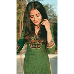 Cute Girl Poses, Girl Photo Poses, South Indian Bride Hairstyle, Teen Photography Poses, Simple Kurti Designs, Indian Photoshoot, Girl Outfits, Fashion Outfits, Kurti Designs Party Wear