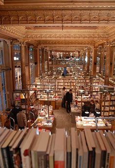 De boekwinkel Tropismes Libraires, Galerie des Princes 11 in Brussel Bruges, Budapest, Beautiful Library, Book Nooks, Library Books, Luxembourg, Architecture, Where To Go, Amsterdam
