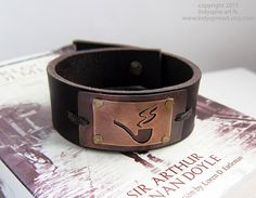 Sherlock Holmes Inspired Mens Leather Bracelet. от IndyspireArt