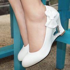 200d32769 Sapato Salto Gladiadora Unhas Do Pé Brancas, Sapatos De Pump, Sapatos De  Cunha,