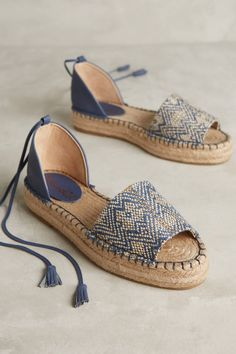 Splendid Edna Espadrilles Again, love the navy paired with a shimmer gold in the chevron patternEspadrille 2019 - Estilo Próprio by Sir Espadrille calçado femininoLoving espadrilles at the momentNew Arrival Shoes and Boots Bohemian Home Decor and W Pretty Shoes, Cute Shoes, Me Too Shoes, Espadrille Sandals, Shoes Sandals, Flats, Blue Espadrilles, Suede Sandals, Flatform