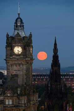 "#Edinburgh moonlight :) pic.twitter.com/DTknyDHF9k"" Fantastic picture of clock tower."