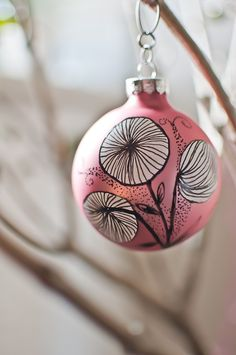Skyejuice - Daily Dose of Inspiration: Inspirational Thursday - Upcycled Christmas Ornaments