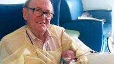Un abuelo que pasa la noche sosteniendo bebes prematuros para que no estén solos http://www.lanacion.com.ar/2069194-un-abuelo-que-pasa-la-noche-sosteniendo-bebes-prematuros-para-que-no-esten-solos