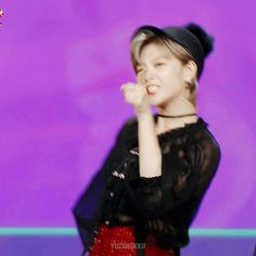 TWICE | Jeongyeon GIF Kpop Girl Groups, Korean Girl Groups, Kpop Girls, Twice Jungyeon, Going Blonde, Im Nayeon, Dahyun, One In A Million, Girl Crushes