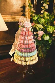 Macaroon tower - if I only knew how to make these! Macaroon Tower, Macaroon Cake, Wedding Favours, Party Favors, Wedding Cakes, Wedding Ideas, Baby Shower Treats, Wedding Cake Alternatives, Macaroons