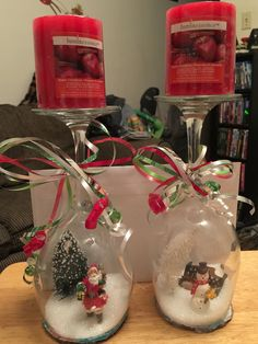 Last Trending Get all images wine glass christmas decorations Viral diy wine gl snow globes Noel Christmas, Diy Christmas Gifts, Christmas Projects, Diy Christmas Wine Glasses, Christmas Cakes, Christmas Treats, Glass Christmas Decorations, Christmas Centerpieces, Christmas Lanterns
