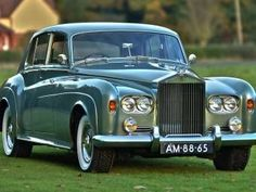Best classic cars and more! Rolls Royce Black, Rolls Royce Silver Cloud, Rolls Royce Limousine, Rolls Royce Cars, Retro Cars, Vintage Cars, Antique Cars, Vintage Travel, Classic Cars British