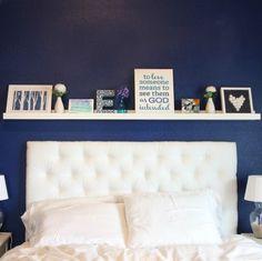 bilderleisten wohnideen schlafzimmer blaue schlafzimmerwand weiße bettwäsche