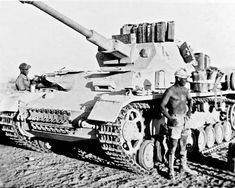 The very tan crew of a Afrika Korps Panzer 4 Ausf G, with it's upgraded KwK 40 long barreled gun, was the pinnacle upgrade to the Panzer 4 chassis in regards to fire power giving it the ability to destroy any armored vehicle opposing it in North Africa. German Soldier, German Army, Panzer Iv, Army Vehicles, Armored Vehicles, Afrika Corps, North African Campaign, Ww2 Photos, Photographs