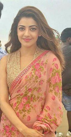 Elegant Indian Saree look. Saree Jacket Designs, Sari Blouse Designs, Saree Dress, Saree Blouse, Sleeveless Blouse, Saree Jackets, Indian Fashion Dresses, Indian Beauty Saree, Indian Sarees