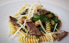 Fusilli mit Rinderfiletstreifen und Rucola  von cookingsociety.at Fusilli, Pasta, Rind, Beef, Cheese, Ethnic Recipes, Noodles, Koken, New Recipes