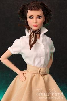 Poupée Barbie Audrey Hepburn - Barbies Collection collection BARBIE – Achat et vente de poupee Collection Barbie, Audrey Hepburn, Dame, Victorian, Dolls, Tv, Vintage, Dresses, Style