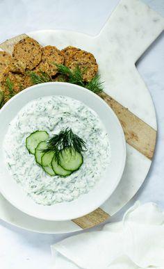 Greek Recipes, Real Food Recipes, Arabic Recipes, Cucumber Dip, Tzatziki Recipes, English Cucumber, Grilled Veggies, Fresh Dill, Love Eat