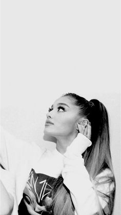 Ariana Grande reaching her pretty manicured hand onto her ear. Ariana Grande Background, Ariana Grande Wallpaper, Ariana Grande Fotos, Big Sean, Dangerous Woman, Female Singers, Role Models, My Idol, Nicki Minaj