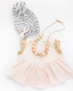 This sweet little outfit makes me REALLY want to make some matching mittens to go with it... 😍