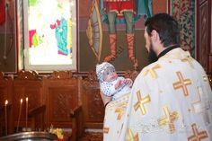 Bebelușul abandonat vineri în curtea Spitalului Județean a fost botezat - https://goo.gl/vsVxxH