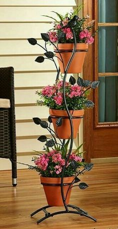 This Metal Plant Stand is embellished with wonderfully detailed faux foliage and wildlife. Decorated with branches, leaves and a bird, it looks great from all angles. It has a matte black finish for easy coordinating with all of your outdoor decor. Plant Stand With Wheels, Metal Plant Stand, House Plants Decor, Plant Decor, Garden Stand, Decoration Plante, Backyard Garden Landscape, Decorating Bookshelves, Branch Decor