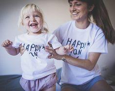 Buenos días con una sonrisa!! Ya tenéis la camiseta del verano? #happyman y su #1motivomilrazones es todo un proyectazo de la mano de @lylivive y su linda familia. Un pequeño gesto para una gran aportación. Feliz domingo!!! #tenlittlewings