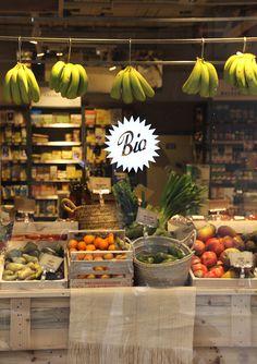 Snacks For Work, Healthy Work Snacks, Shop Interior Design, Store Design, Produce Displays, Vegetable Shop, Organic Market, Supermarket Design, Window Display Design