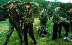 Resultado de imagen para fotos soldados britanicos rindiendose en malvinas