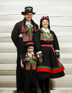 Kirsten's skirt inspired by Norwegian bunad FolkCostume&Embroidery: Overview of Norwegian Costumes, part The eastern heartland Norwegian Clothing, Folk Clothing, Norse Clothing, Folk Fashion, Men Fashion, Folk Costume, Traditional Dresses, Norway, Going Out