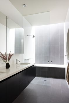 Steam Showers Bathroom, Wood Bathroom, Bathroom Colors, Bathroom Sets, Bathroom Interior, Modern Bathroom, Shower Rooms, Bathroom Trends, Master Bathrooms