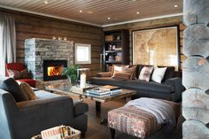 Cosy cabin living room from Slettvoll. Style At Home, Cabin Interiors, Lodge Decor, Winter House, Home Fashion, My Dream Home, Living Spaces, Living Room, Family Room