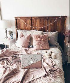 35 Unique Pallet Ideas to Organize Your Bedroom http://coziem.com/index.php/2018/10/03/35-unique-pallet-ideas-to-organize-your-bedroom/ Living Room Bedroom, Gothic Living Rooms, Table Decor Living Room, Living Room Kitchen, Cozy Bedroom, Kitchen Decor, Bedroom Small, Dorm Room, Bedroom Ideas