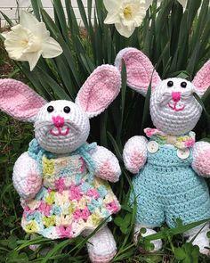 Mesmerizing Crochet an Amigurumi Rabbit Ideas. Lovely Crochet an Amigurumi Rabbit Ideas. Crochet Hook Set, Love Crochet, Crochet Gifts, Diy Crochet, Crochet Dolls, Crochet Ideas, Crochet Flower, Beautiful Crochet, Crochet Pouch