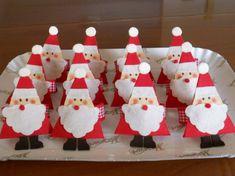 Segnaposto natalizi fai da te - Babbo Natale segnaposto Christmas Time, Xmas, Christmas Ornaments, Interior Design Living Room, Gift Wrapping, Homemade, Holiday Decor, Paper, Creative