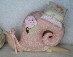 fabric-snail-pillow10.jpg