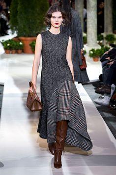 Oscar de la Renta Fall 2019 Ready-to-Wear Fashion Show - Herren- und Damenmode - Kleidung Look Fashion, Runway Fashion, High Fashion, Fashion Beauty, Winter Fashion, Fashion Show, Womens Fashion, Fashion Trends, Oscar Fashion
