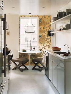 Ideas for small spaces: White galley kitchen + Saarinen table + X-stools + wallpaper Saarinen Tisch, Mesa Saarinen, Saarinen Table, Kitchen Wallpaper, Of Wallpaper, Metallic Wallpaper, Unusual Wallpaper, Accent Wallpaper, Feature Wallpaper