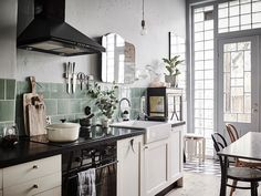 scandinavian home interior design with timeless beauty 5 Kitchen Interior, Home Interior Design, Kitchen Dining, Kitchen Decor, Rustic Kitchen, Vintage Apartment, Romantic Home Decor, Romantic Kitchen, Beautiful Kitchen